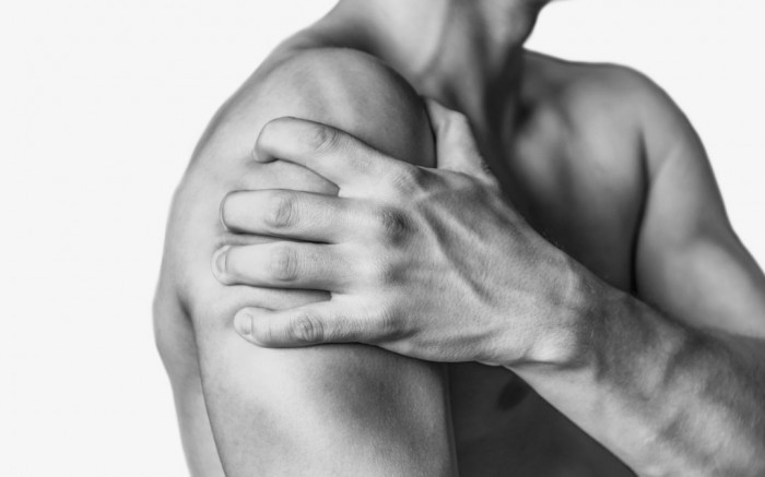 Corticosteroid vs. anaesthetic injections for shoulder pain