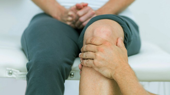 Surgery vs. physiotherapy in patients with meniscal tears