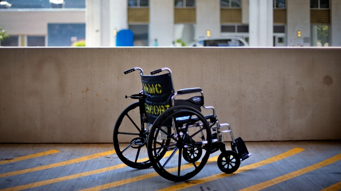 Wheelchairs: material, mechanical work and vibration