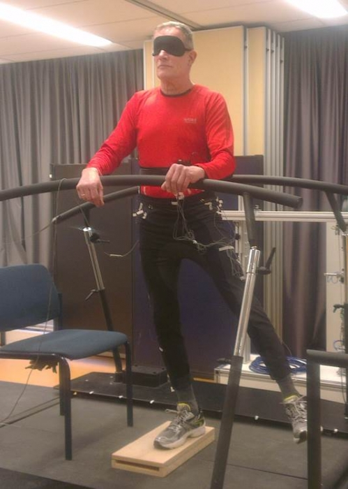 Hip abductor weakness and balance control in older adults