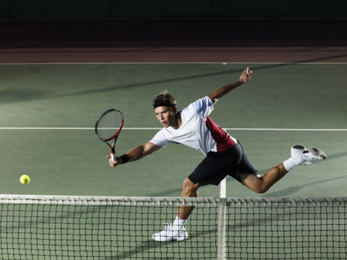 Adaptations of the shoulder girdle in tennis players